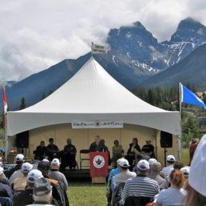 La cérémonie d'ouverture du pavillon Canmore le 4 juin 2005
