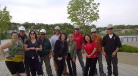 La présidente et chef de la direction du Sentier Deborah Apps s'est essayée au Zumba sur le Sentier lors de la Journée internationale des sentiers à Saskatoon.