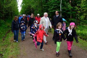 Son Excellence le très honorable David Johnston, gouverneur général du Canada, a pris une marche sur le sentier de la Confédération du sentier Transcanadien de l'Île-du-Prince-Édouard le 15 juin dernier. Crédit : Sgt Ronald Duchesne, Rideau Hall (2014)
