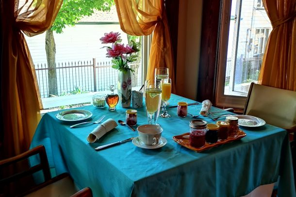 table déjeuner Gîte la Maison Blanche